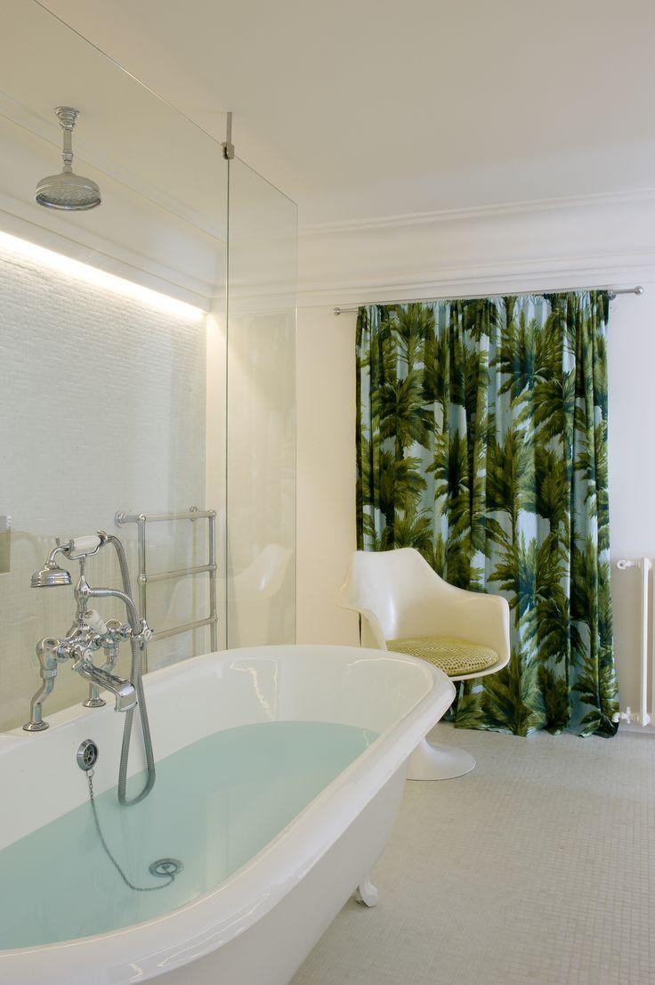 "The Parisian home of Vincent Frey and Bianca Lee Vasquez - bathroom with the ""Mautitius"" wallpaper from Pierre Frey ©Frey G de Laubier"