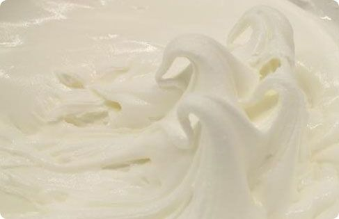 Συνταγη για royal icing! Μαθετε τα μυστικά ενός πετυχημένου γλάσου! Royal icing, ιδανικο για τη διακόσμηση μπισκότων!Οδηγίες και συμβουλές.