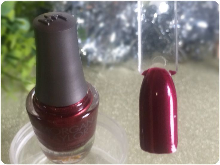 MANICURE MONDAY - Morgan Taylor - Gifted With Style mini Christmas collection - IM SO HOT