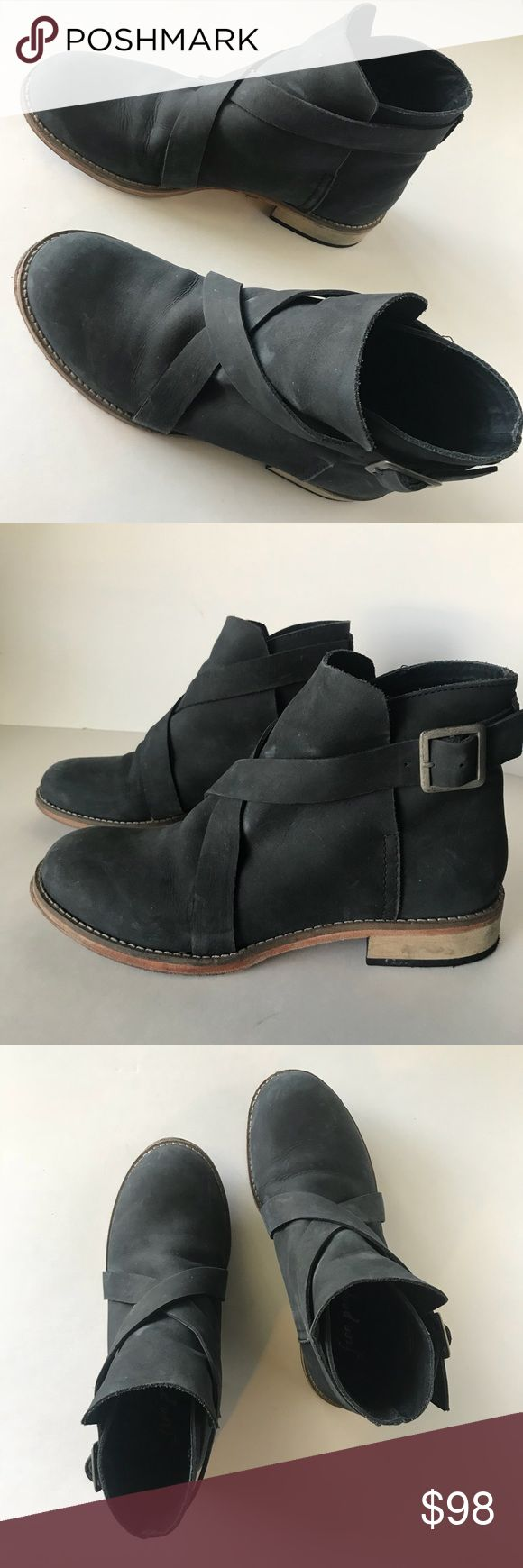 Free People Las Palmas boots booties 37 7 black Authentic Free People Las Palmas ankle boots. In bushed aged black leather. Size 37/7 with cross over real working buckle for easy on/off. These are in great condition. So cute and versatile. Comfy even! The front sole has separated a tiny bit, never more than it is now. This can be easily and cheaply fixed. Cost you $5 at a cobbler. I just simply have not made the time. Free People Shoes Ankle Boots & Booties