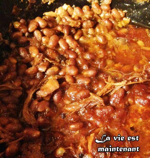 Probablement les meilleures fèves au lard que j'ai cuisinées! J'ai suivi pas à pas la recette de Marilou parue dans le magazine Véro. Je ne suis pas déçue!!!! Le poulet ajoute un petit quelque ch...