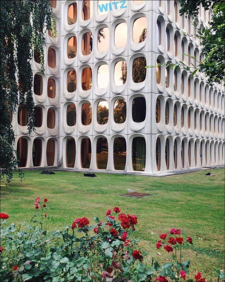 """""""futuristische"""" Baustil in … – #architecture #architektur #baustil #belgium #b…"""