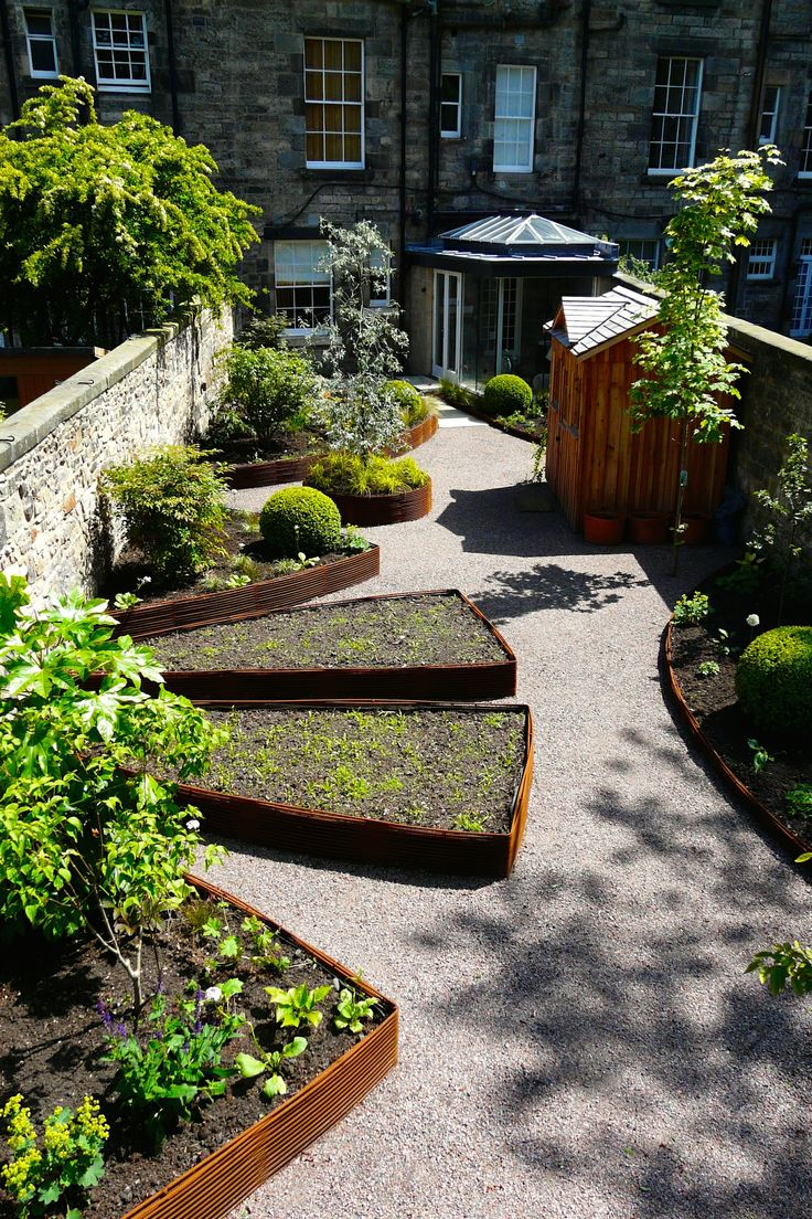 Woven rebar beds were used in this Edinburgh garden built for Carolyn Grohmann of Secret Gardens Designs by Water Gems.
