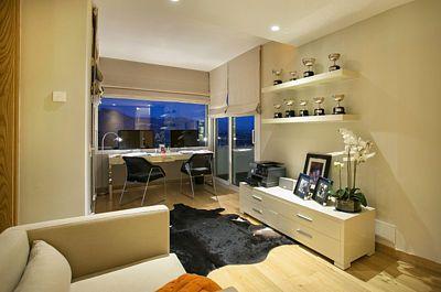 Pracovna je v nejvyšším patře a slouší jako nárazníková zóna před soukromím hlavní ložnice.