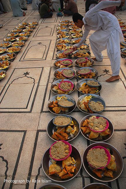 Free iftar at Memon Masjid. Karachi, Pakistan