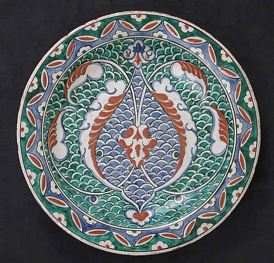 Dish with scale-pattern design. Iznik, Turkey, ca. 1575-1580. Earthenware; polychrome painted under transparent glaze. The Metropolitan Museum of Art, New York.