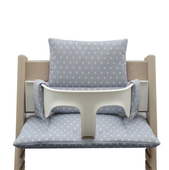 Make your Tripp Trapp high chair be and look more cozy with a soft and comfortable cushion. With the quilted cushion your baby´s or toddler´s chair gets pleasantly soft and the seat comfort is much higher then on the naked wood. Our cushion is made of 100% soft cotton. The seat combination fits on the naked high chair but can also be easily used with the baby set. Two cushions (back / bottom) can be washed at 40 Cº degrees. The material of the cover is 100%(Öktotex-100-Standards…