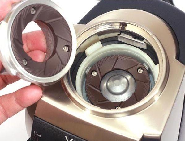 #CuriousCoffee Las muelas de cerámica transmiten menos calor al grano de #café, conservando mejor sus propiedades