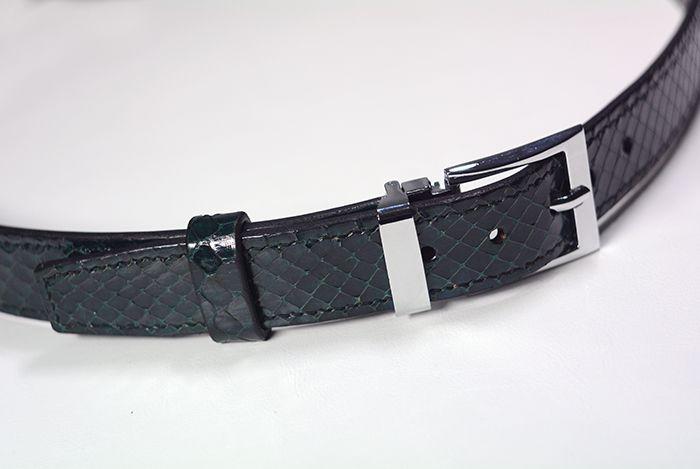 Ремень из натуральной кожи змеи(спинная часть). Шитье вручную седельным швом. Пряжка классическая, хромированная.