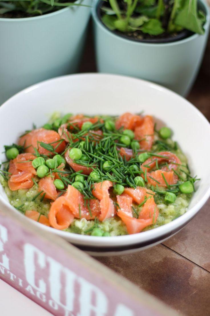 """Het lekkerste recept voor """"Risotto met gerookte zalm en pesto van erwtjes en spinazie"""" vind je bij njam! Ontdek nu meer dan duizenden smakelijke njam!-recepten voor alledaags kookplezier!"""