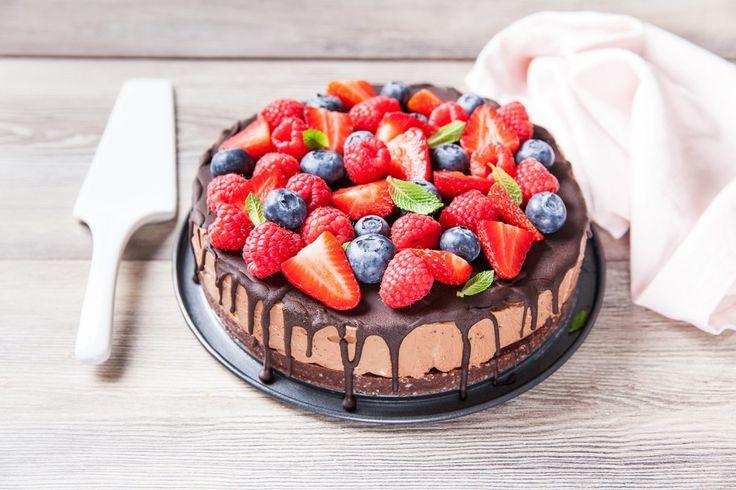 Cheesecake al cioccolato con frutti rossi