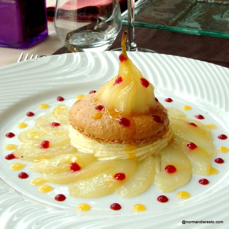 Poire pochée sur Macaron et crème vanille au restaurant L'Orchidée au Havre.  Restaurant / Le Havre / Normandie