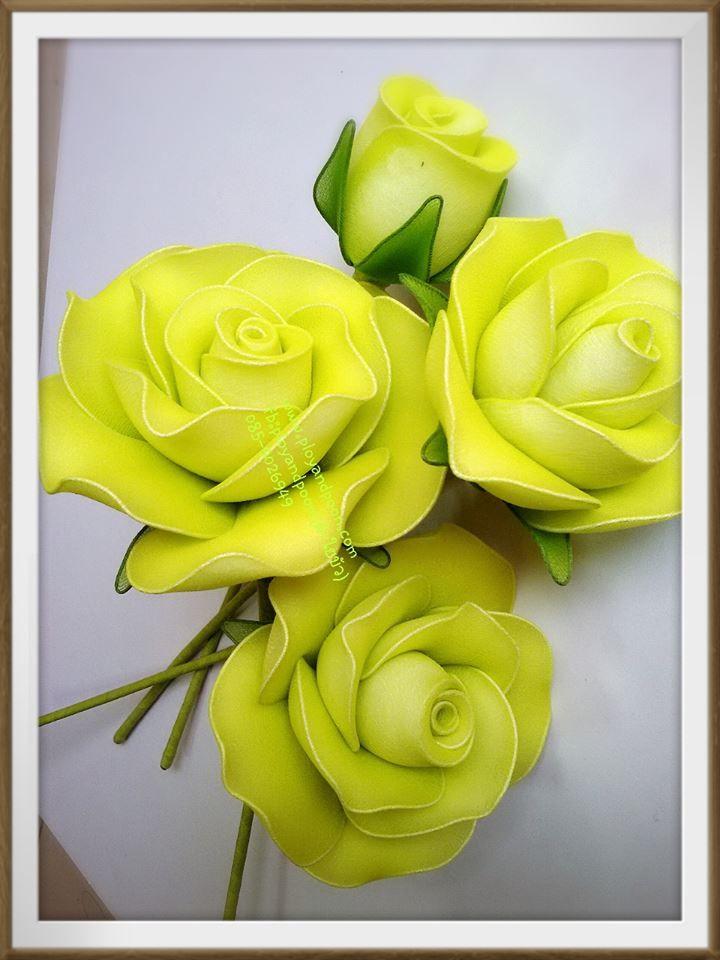 A harisnyavirág készítésben a rózsa az egyik olyan virág, aminek a készítését lehetetlen megunni. Rengeteg színváltozatban és formában elkészíthetjük, játszhatunk a bimbós rózsa és a teljesen kinyílt rózsa között, készíthetünk a klasszikus vörös rózsától kezdve a formabontó fekete rózsáig bármilyet.…