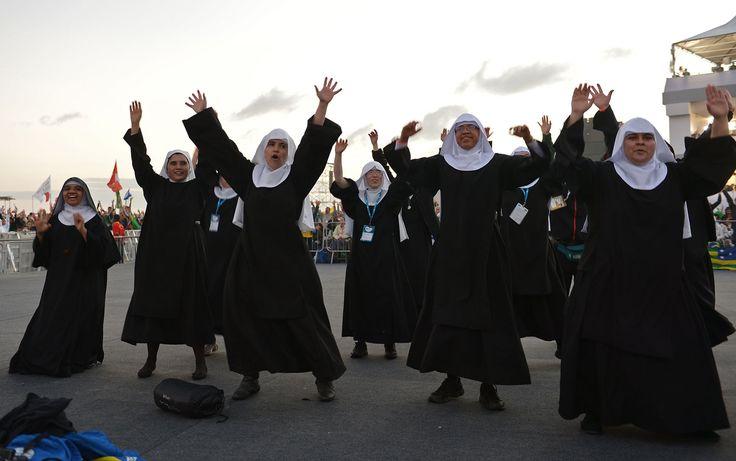 27/7 - Las monjas también bailan la tarde en Copacabana
