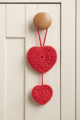 ♥ⓛⓞⓥⓔ♥ Hearts by Barbara Summers. Red rocks! #love #crochet #hearts and #valentines