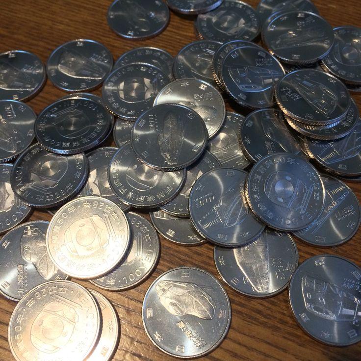 今日は朝から松阪に往訪しました。かねてから親交がある松本紙店さんと松阪もめん手織りセンターを訪れて、そのうち拠点を伊勢に移す旨のご挨拶。その後、松阪のウォール街(駅前通り)で銀行を梯子して新幹線の記念百円硬貨を大量にゲット。昼過ぎには伊勢和紙に戻って、修理中の抄紙機のペンキ塗り作業をしました。