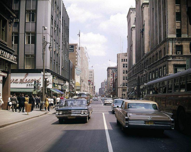 En 1964, la rue Sainte-Catherine était à double sens.