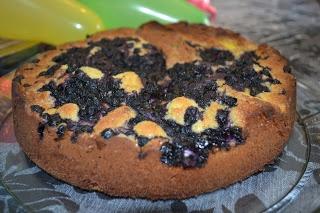 Familiens Oppskrifter: Kake med blåbær og vaniljekrem
