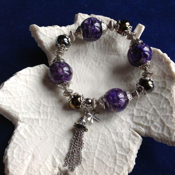 Bracelet bulles de résine et fleurs séchées de pied d'alouette bleu ou delphinium et perles en céramique, monté sur fil : Bracelet par beads-of-bliss-bijoux-en-resine