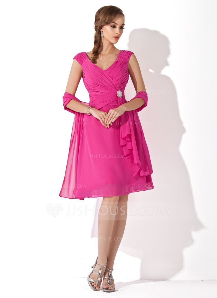 A-Line/Princess V-neck Knee-Length Chiffon Mother of the Bride Dress With Crystal Brooch Cascading Ruffles (008006079) - JJsHouse