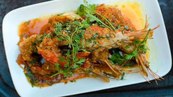 Luke Nguyen's king prawn and tomato curry : SBS Food. Watch the video recipe.