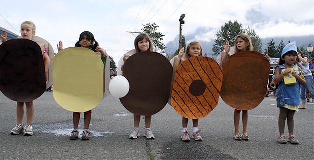 Girl Scout Cookie Record | ... Girl Scout Troop, 42695, portraying their favorite Girl Scout cookies