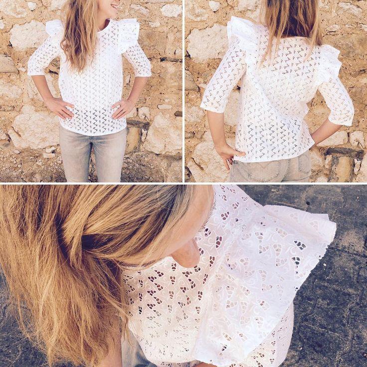 La voici la voilà ! Une jolie brune sur une jolie blonde 😆😜😂 Tissu chiné aux puces de couturière, une vieille broderie sympa! ( très inspiré par la brune @lebazardannecharlotte !) 😆 Je l'adore 😍 merci pour ce patron @delphinemorissette et les explications 😄 #delphineetmorissette #labrune #blouselabrune #coutureaddict #sewingaddict #jeportecequejecouds #vintagestyle #vintagefashion #cousumain#handmade #cousette #passioncouture #instasewing #instacouture #handmadeclothing