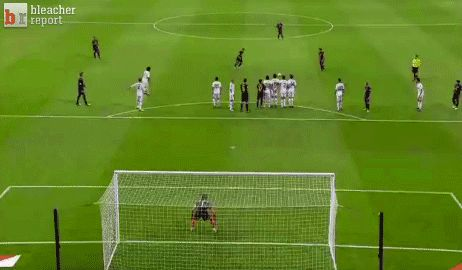 Messi free kick, ah-mazing!