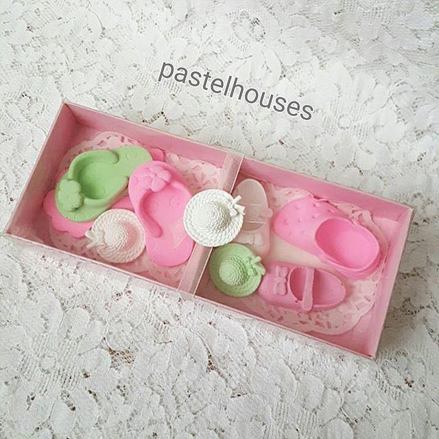 Yaz geliyor👭👭 . . . #yaz#kokulutas #kokulusabun #terlik#sapka#baby #babyshower#dogumgunu#susleme#guzel#ucuz#kampanya#Istanbul #monday#asetatkutu#elisi#hobby#flowers#pembe#pink# #evedeso #eventdesignsource - posted by Pastel Houses https://www.instagram.com/pastelhouses. See more Baby Shower Designs at http://Evedeso.com