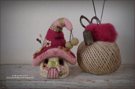Maison de  lutin en laine feutrée pique par LesVendredisDeNath