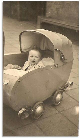 Bébé dans son landeau