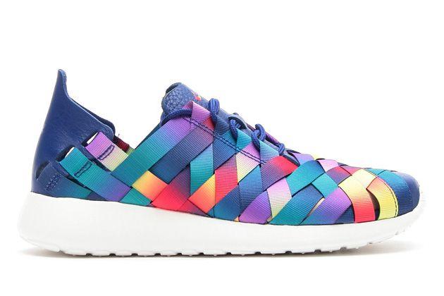 """Nova versão """"Nike Roshe Run"""", com estrutura de tecido entrelaçado e cores do arco-íris. Lindo!"""