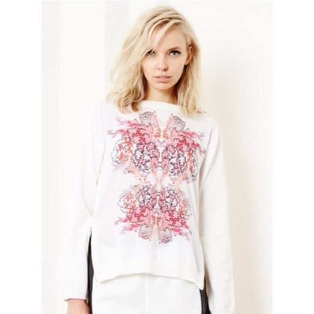 Pompes sweater  $159.95 ❤ www.nuesociety.com