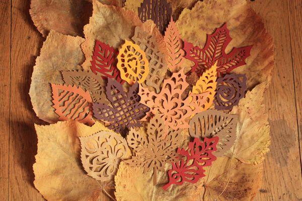 feuilles d'automne à découper. modèles et gabarits