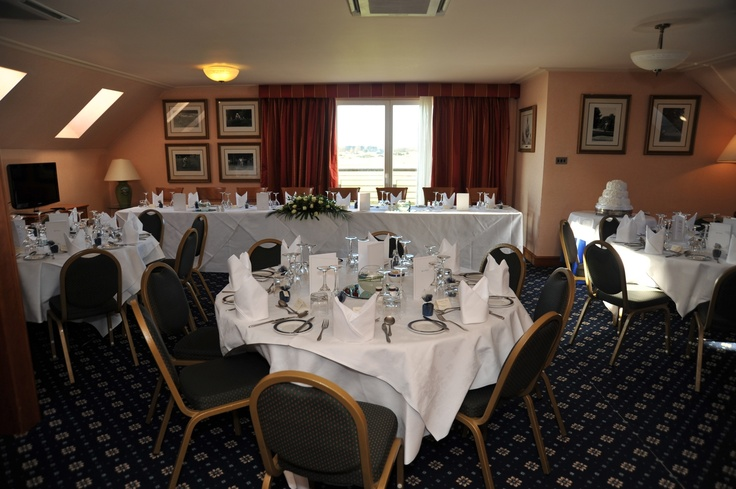 The Hogan Suite is ideal for small numbers. This wedding reception can host up to 50 guests.