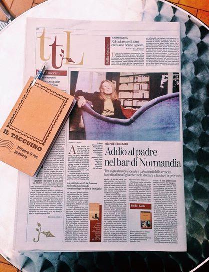 """Su «TuttoLibri-La Stampa» del 5 Aprile un'altra attenta lettura de """"Il posto"""", a firma di Gabriella Bosco. A proposito di Annie Ernaux scrive: «I suoi sono romanzi, non autobiografie, perché non si limitano a copiare il reale. Fanno di più, qualcosa di diverso. [...] La bellezza che ne deriva non è salvifica né catartica. È testuale, nel doppio senso del termine»."""