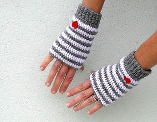 Ravelry: Crochet fingerless gloves - Little heart pattern by Fulvia Yoghi