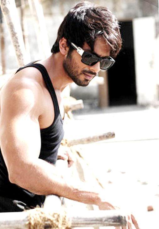 Shahid Kapoor get more hd wallpapers click here http://picchike.blogspot.com/