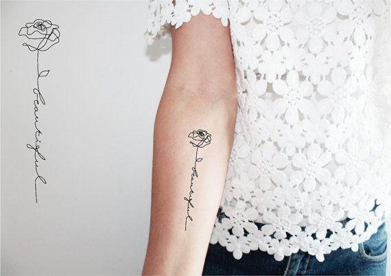 2 tatuajes temporales de la palabra hermoso (hermosos o hermosos) con el dibujo de una rosa en una sola línea. Tatuaje para decir o recordar que la vida es bella.  Dimensión de una palabra: 9 x 2 cm  Si el tatuaje está húmedo, frote con una toalla seca.  Una instrucción es dada a cada lote.  No recomendado para sensibles, alérgicas a aderezos y no se aplica en un área dañada y cerca de los ojos.  El tatuaje es de 2 a 5 días según un área de fricción.  Siga-me: pinterest.com/encredelicate...