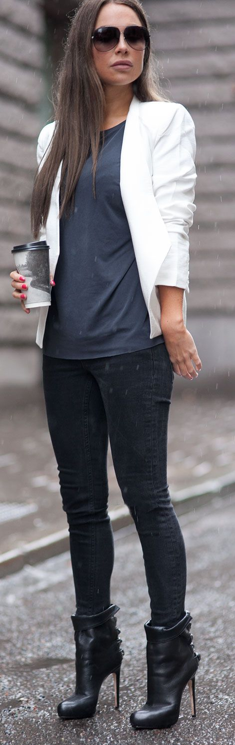 White Blazer - navy blue T-shirt - jeans - black ankle boots - fall winter casual dress up
