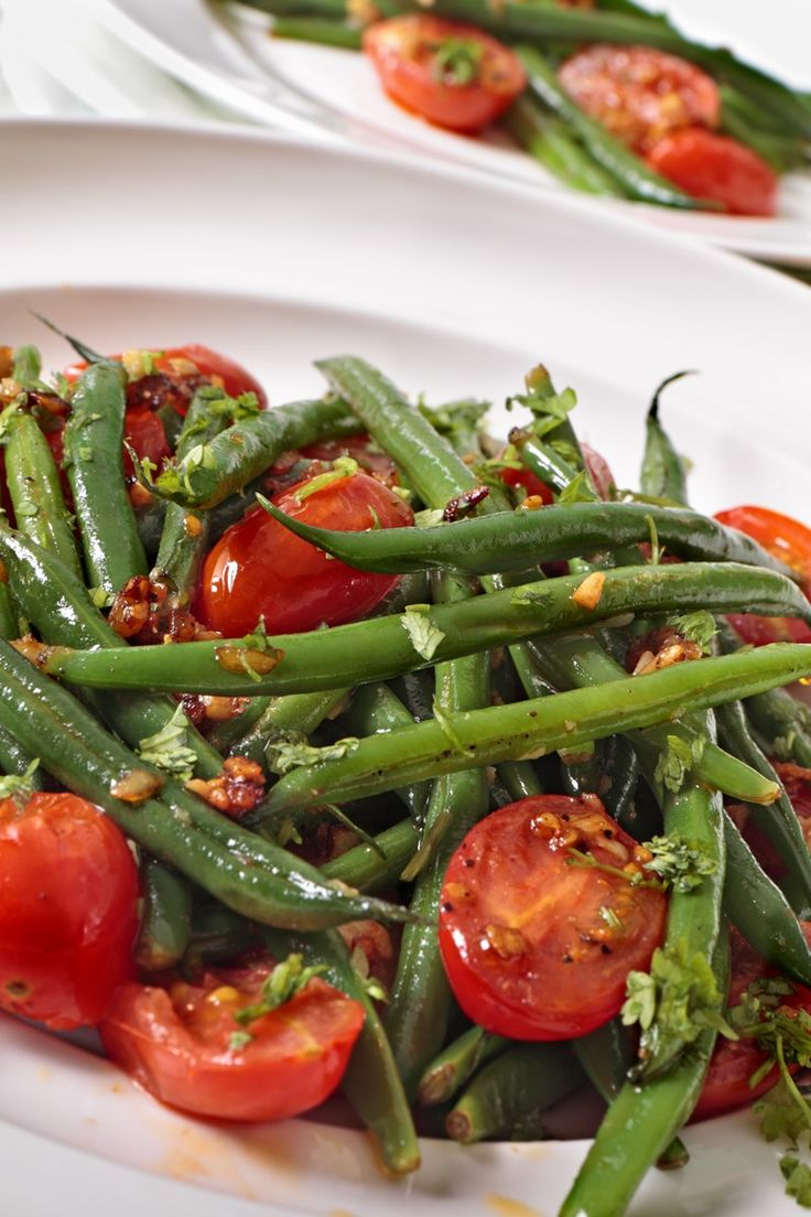 Weight Watchers Roasted Green Beans and Tomatoes Recipe with Basil, and Garlic - 10 Minute Prep Time - 2 WW Smart Points