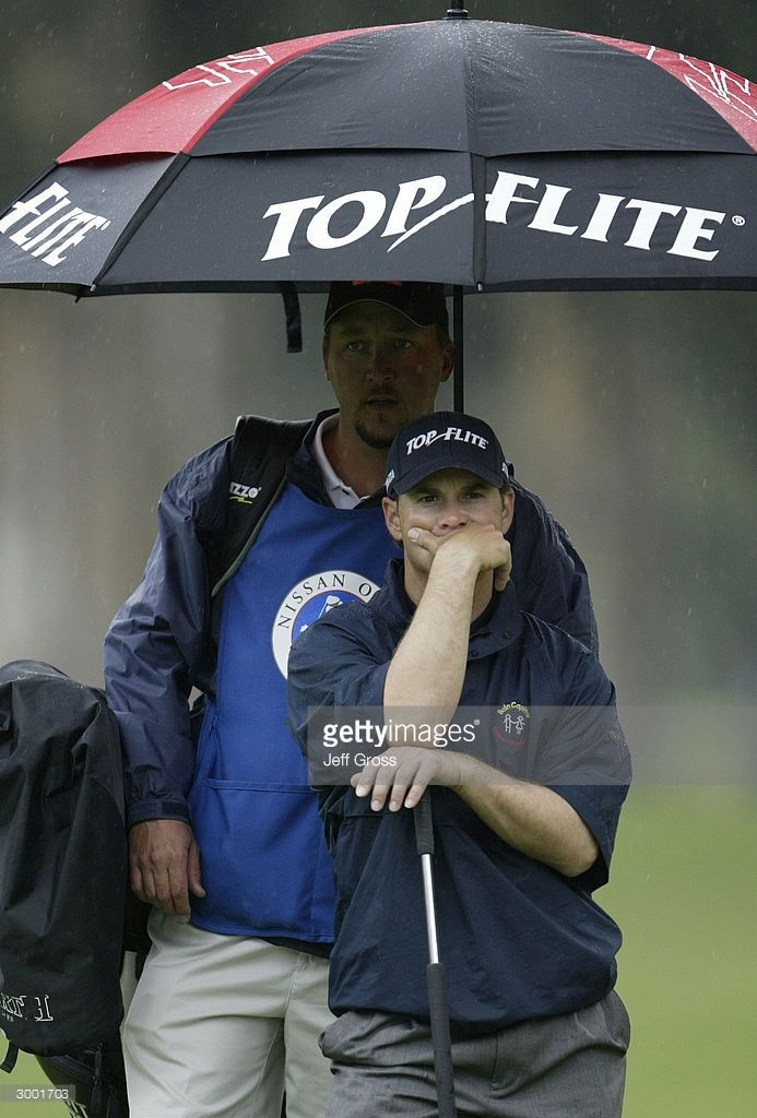 scott-mccarron-looks-dejected-while-waiting-to-putt-on-the-13th-hole-picture-id3001703 (693×1024)