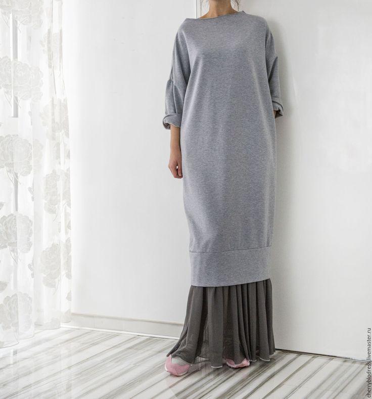 Купить Серое длиннее повседневнее весеннее макси платье с шифоном - серый, однотонный, гламурный стиль