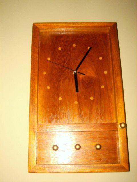Ρολόι  , (ανοίγει) κλειδοθήκη