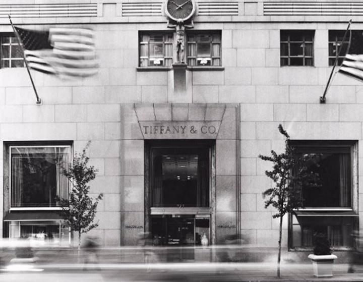 Ikony biżuterii – Tiffany & Co.  Dowiedzcie się jak wyglądały początki jednej z najsławniejszych firm jubilerskich na świecie!  Więcej na http://yesismybless.com/ikony-bizuterii-tiffany-co/