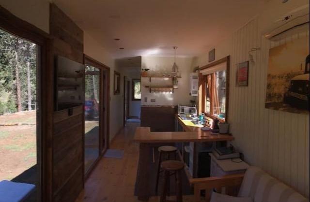 La Casa Container esta ubicada en Coyaique y entrega WiFi gratuita y vistas al río con aparcamiento privado gratuito.  La cocina está equipada con tostadora y nevera. Hay TV de pantalla plana.  El aeropuerto mas cercano de Balmaceda está a 48 km.