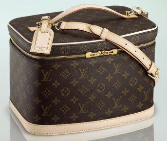 Louis Vuitton Make up case, a must have