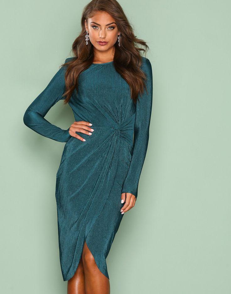 Nelly.com: Padded Pleated Dress - NLY Trend - kvinne - Mørk grønn. Nyheter hver dag. Over 800 varemerker. Uendelig variasjon.