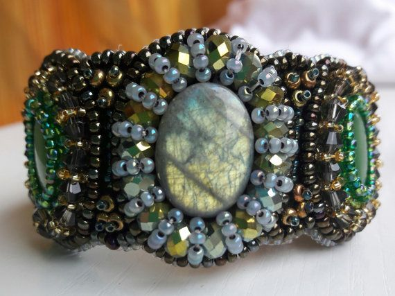 Hey, I found this really awesome Etsy listing at https://www.etsy.com/ru/listing/482709633/bracelet-with-labradorite-and-cats-eye