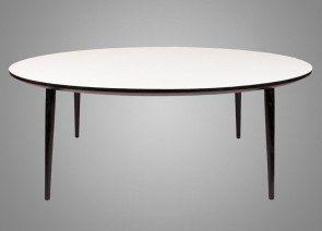 Rundt spisebord med udtræk er opbygget af en kerne af 25mm MDF med højtrykslaminat, som giver et flot og meget elegant udtryk.BordpladefarveBordpladefarven varieres mellem hvid, sort, lys grå eller antracit grå.BordkantBordkantprofilen er med skrå kant, som giver bordet et elegant snit. Malet valgfrit mellem sort eller hvid.BordbenSpisebordene produceres med drejede ...